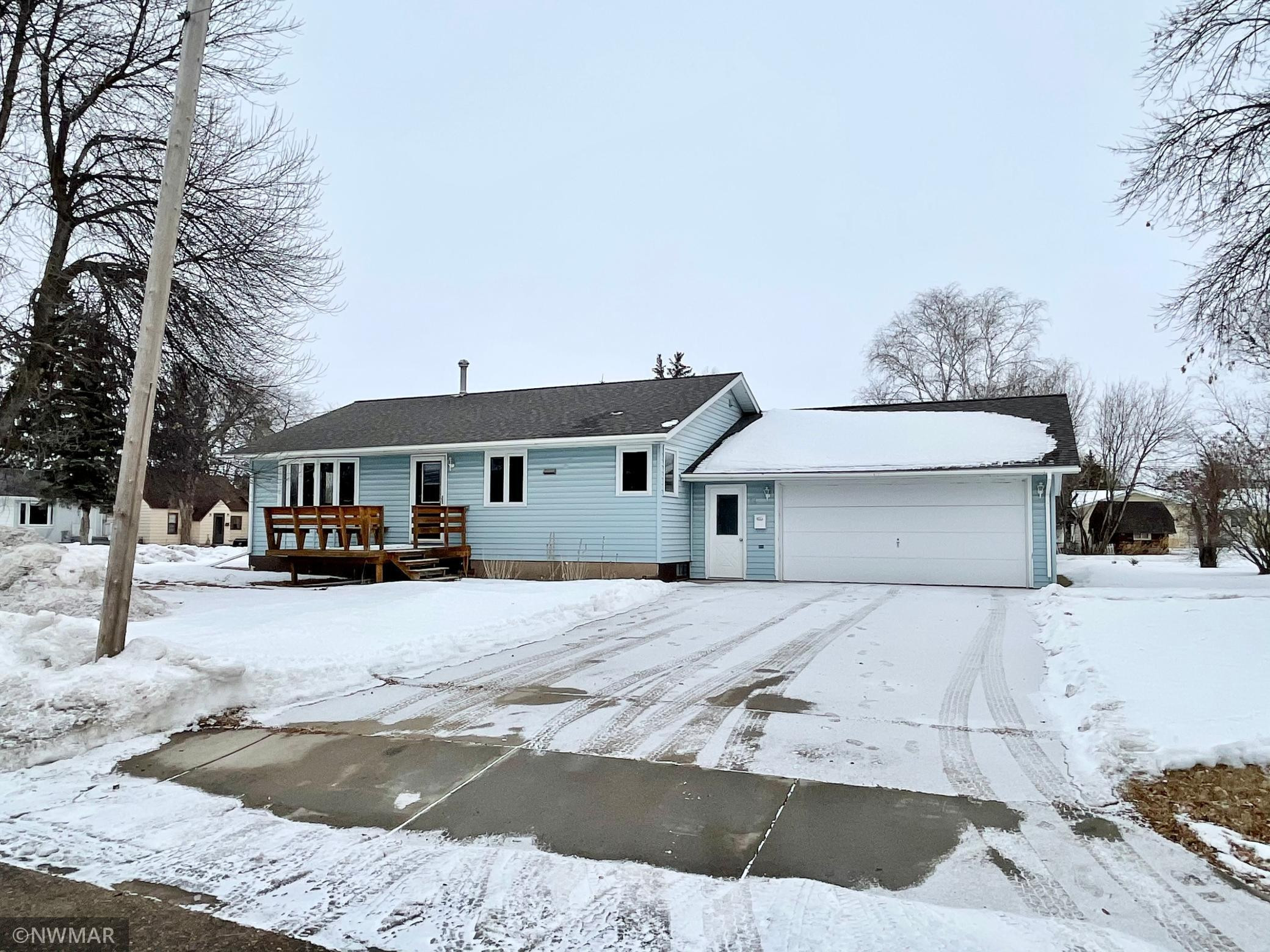 316 7th Avenue NE, Roseau, MN 56751