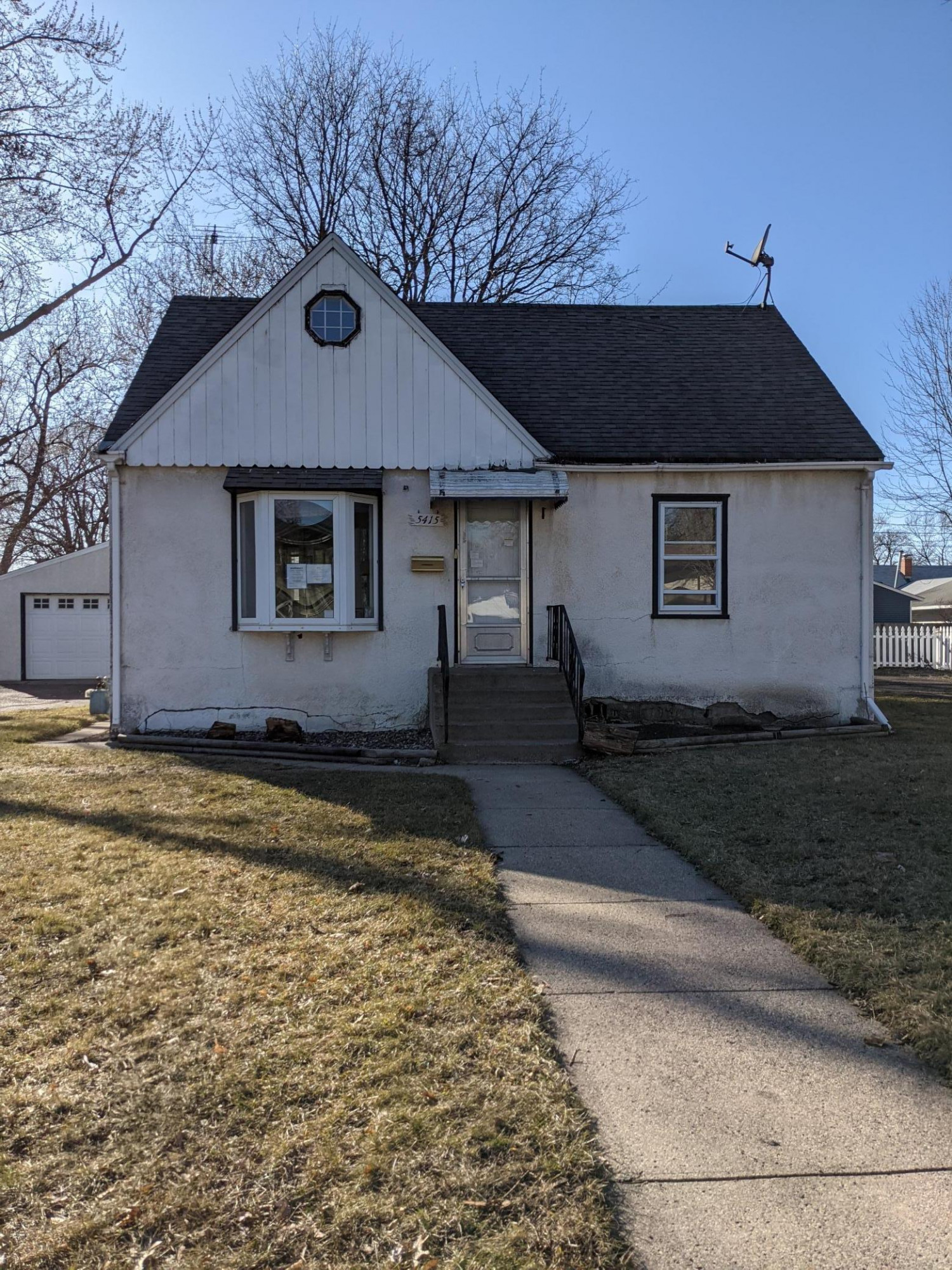 Welcoe to 5415 Dupon Ave N. this home is ready to receive some love from it's new owner.