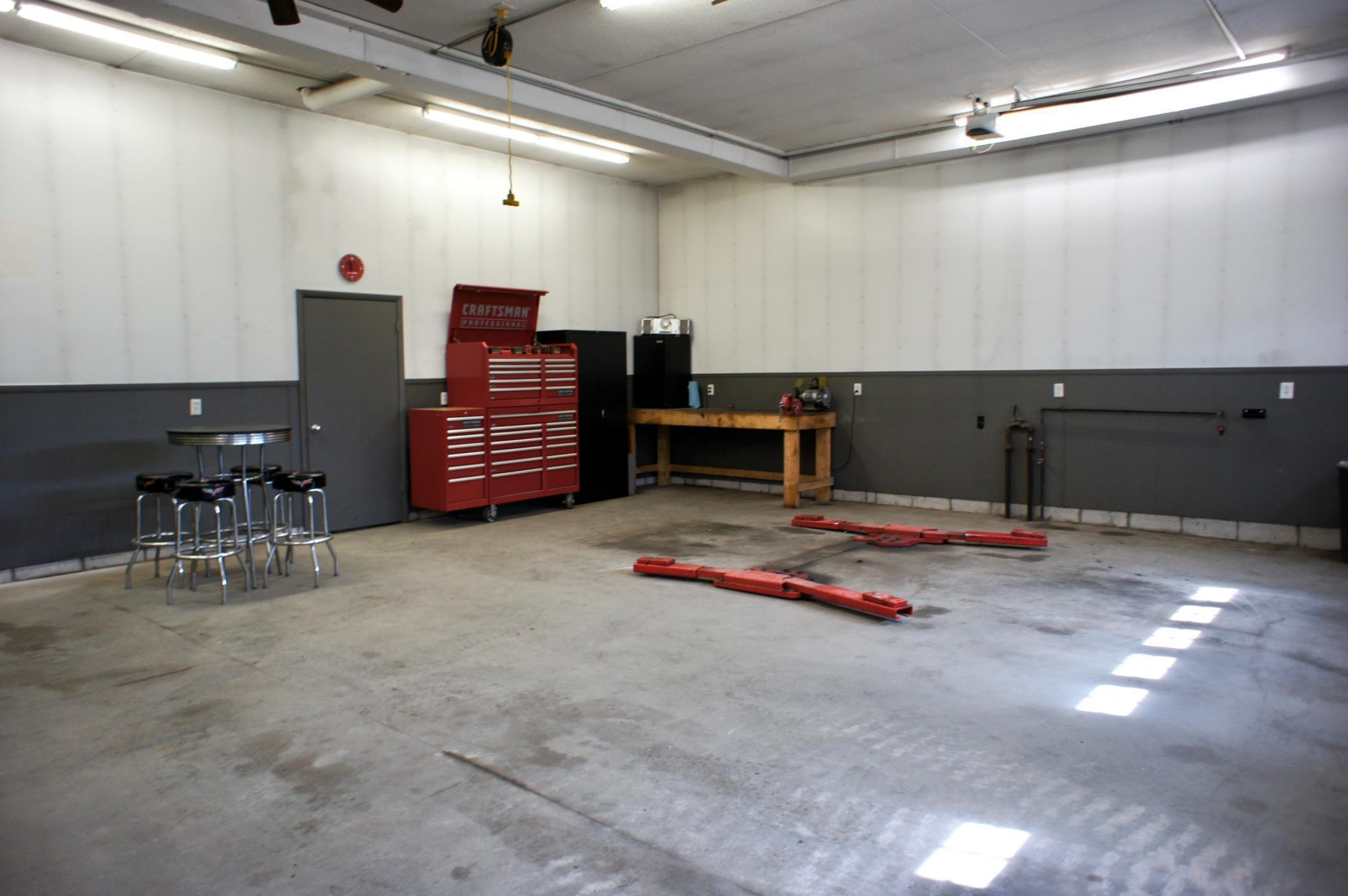 Here is the ultimate workshop space. Insulated, heated, and featuring plumbed air all around it. Check out the 10,000 lb 'Rotary' hydraulic over air in-floor hoist. this portion is 32'x28'