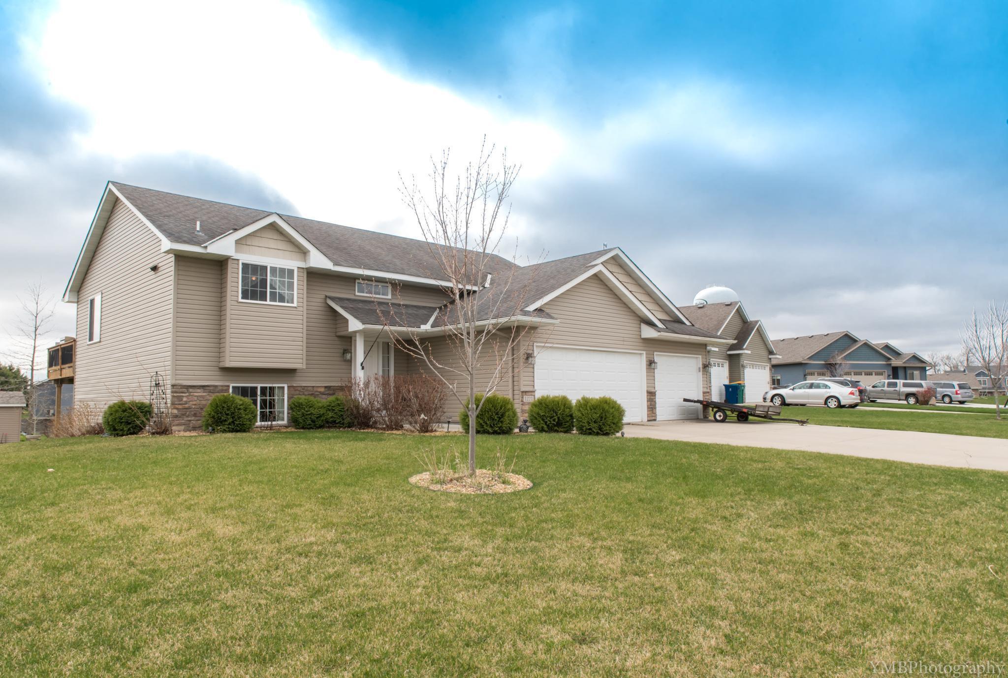 1221 Pheasant Court, Belle Plaine, MN 56011