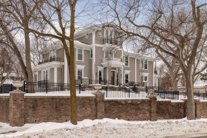 1903 Mount Curve Avenue, Minneapolis, MN 55403