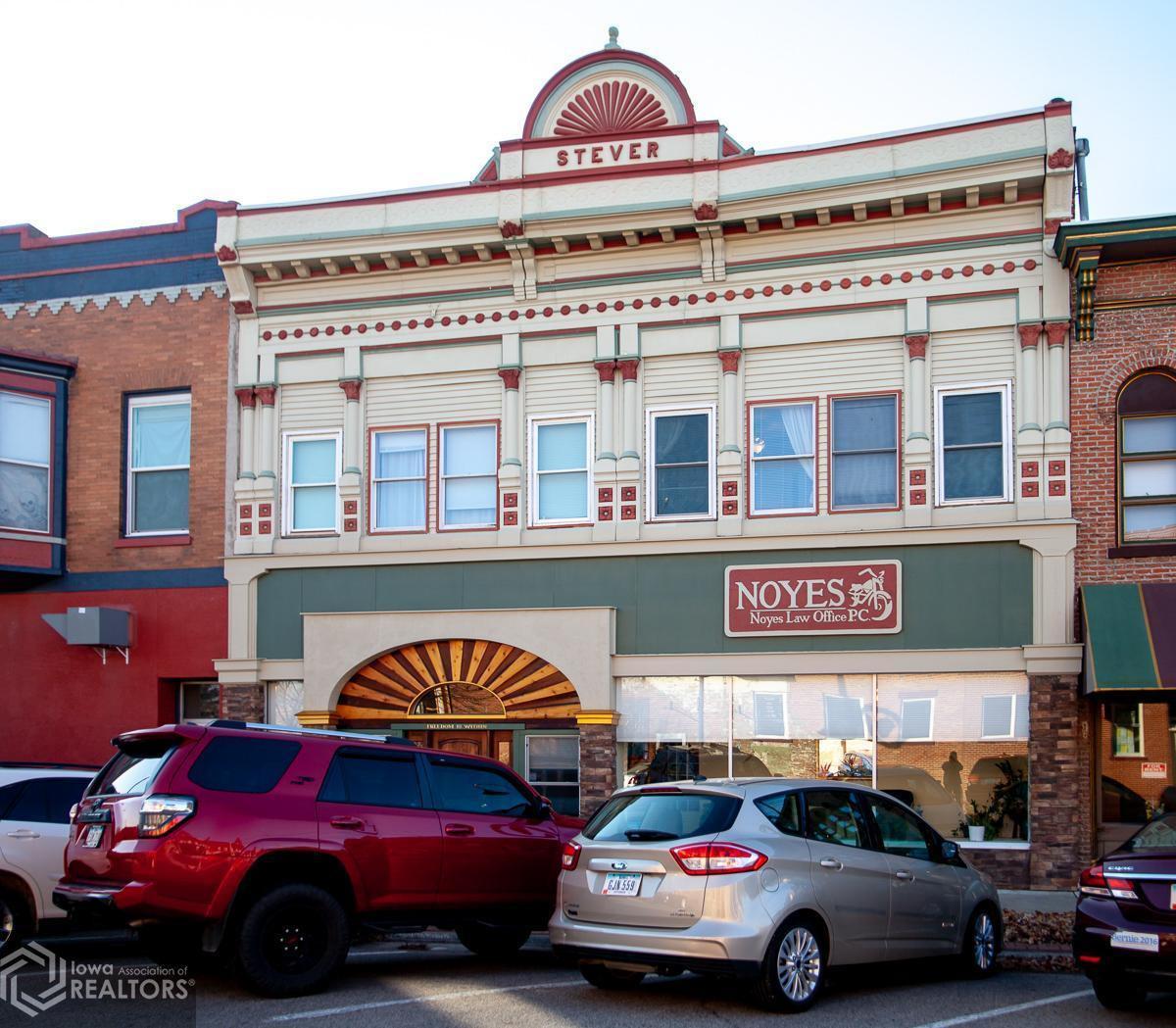 104 N Main Street, Fairfield, IA 52556