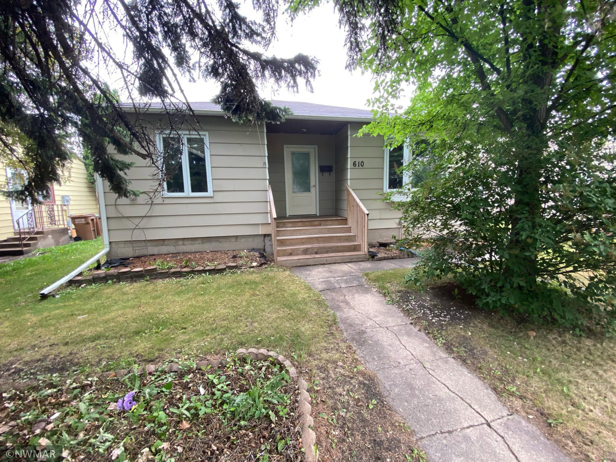 610 11th Street NW, East Grand Forks, MN 56721