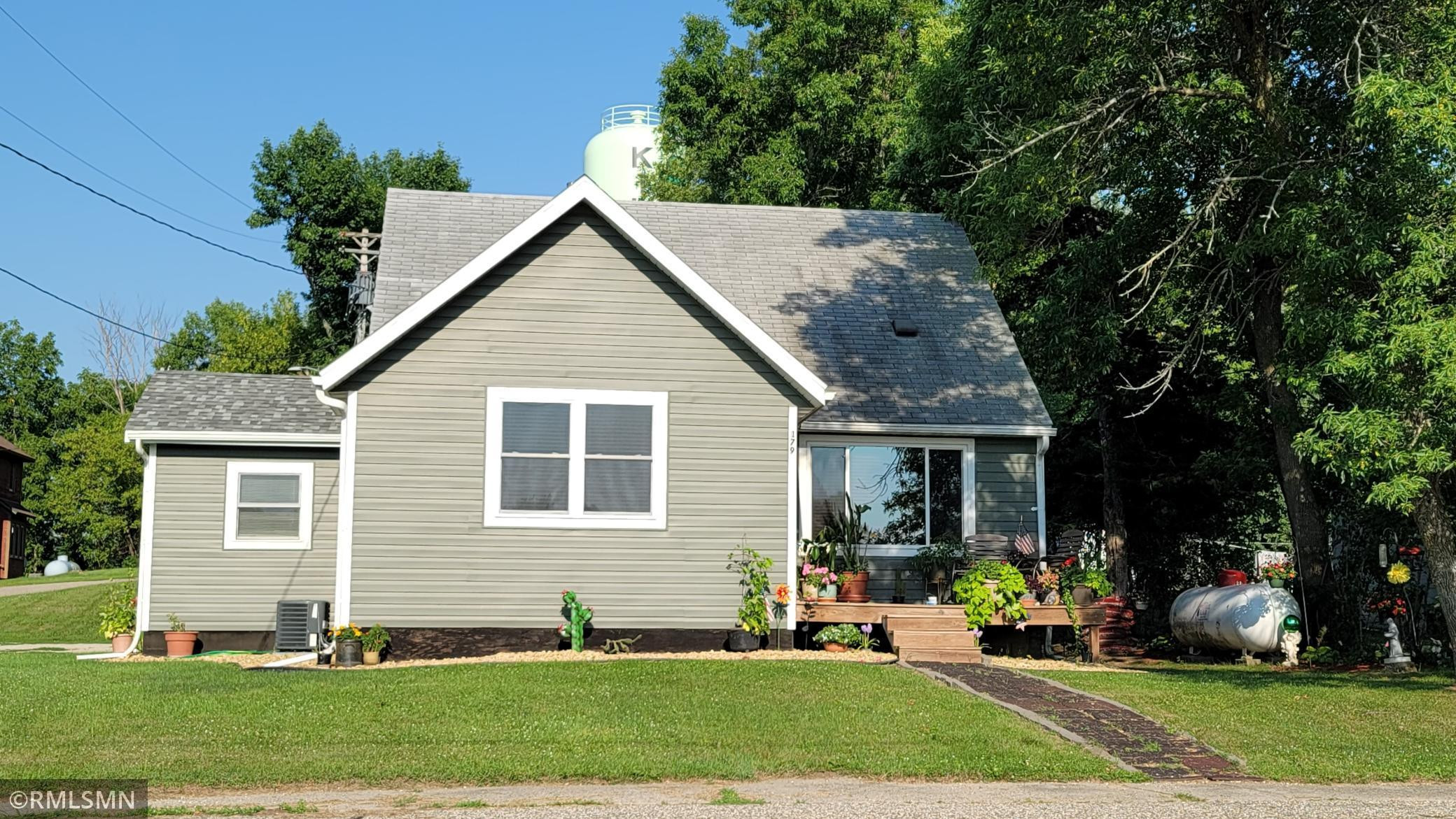 Charming home at 179 Railroad Avenue North in Kilkenny, MN