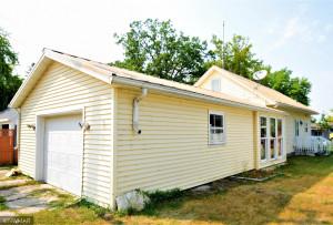 608 3rd Street NE, Roseau, MN 56751