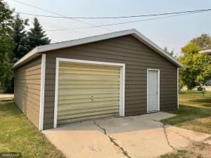 802 3rd Street NE, Roseau, MN 56751