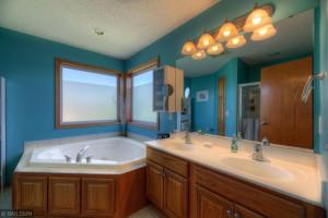 1417 12th Ave SE New Prague-4-web-Bathroom