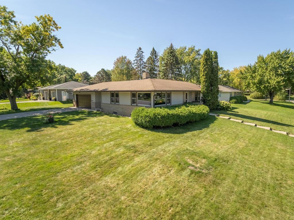 8101 25th Avenue N, Golden Valley, MN 55427