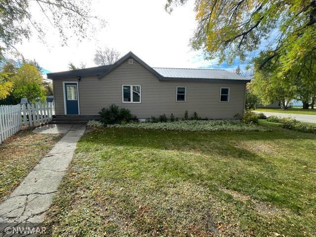 310 Minnesota Avenue NE, Warroad, MN 56763