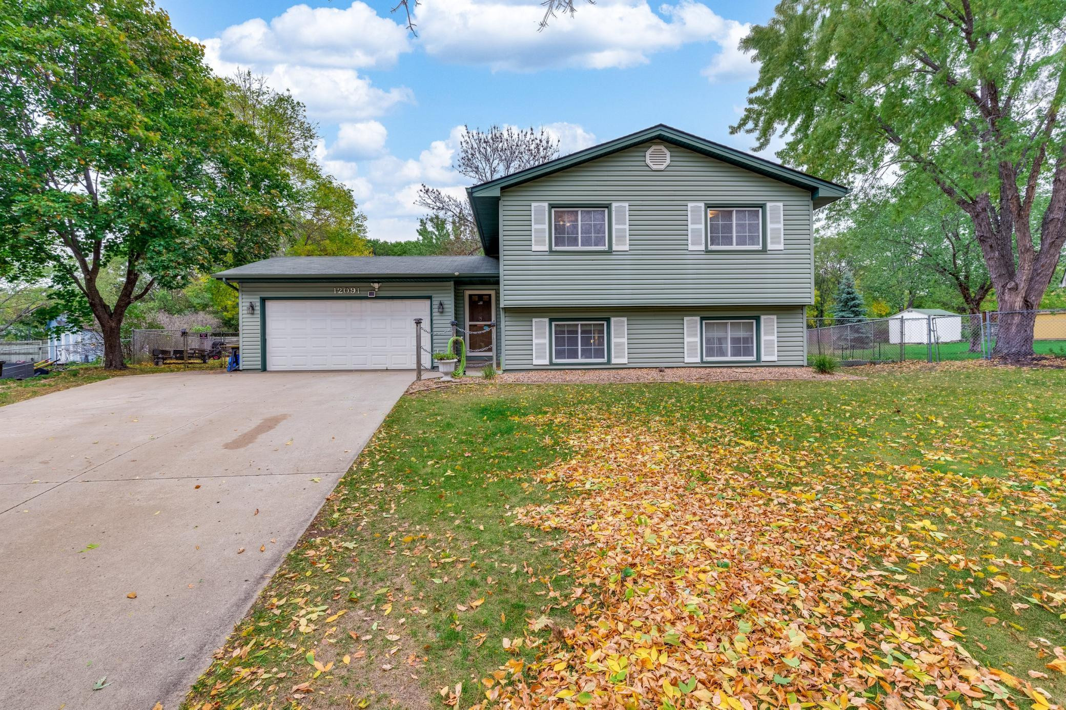 Welcome to 12091 Flamingo St in Coon Rapids!