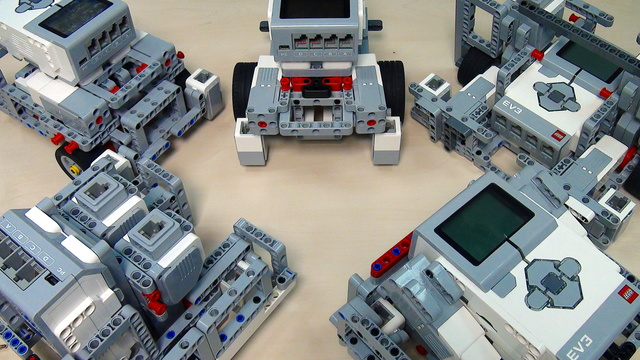 Build LEGO Mindstorms