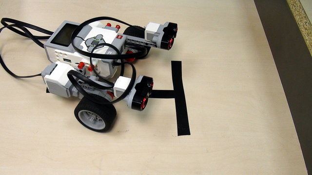 Image for How to align to a wall with Ultrasonic Sensor from LEGO Mindstorms EV3 Set (part 1)