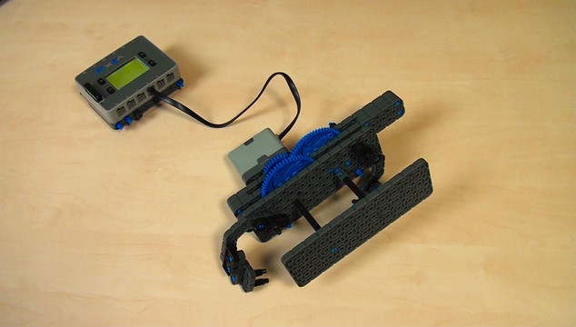 Preview for VEX IQ. Synchronizing levers movement with Gears moving in opposite directions