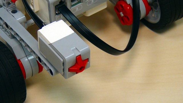 Image for EV3 basics course. Touch sensor (part 1)