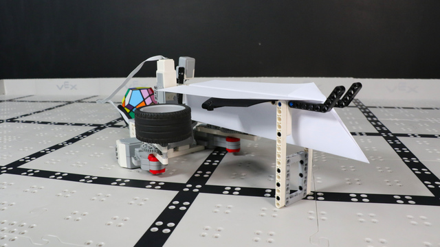 Image for How does Iknathir Aircraft Carrier robot from LEGO Mindstorms EV3 work?