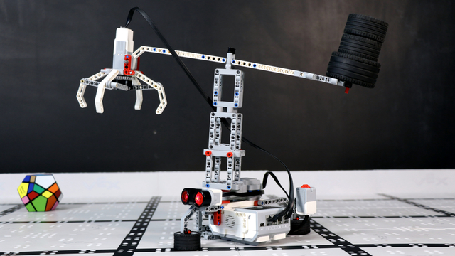 Image for How does Crone, the LEGO Mindstrorms EV3 Crane Robot work?