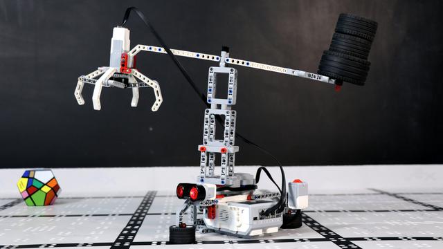 LEGO Mindstorms Crane