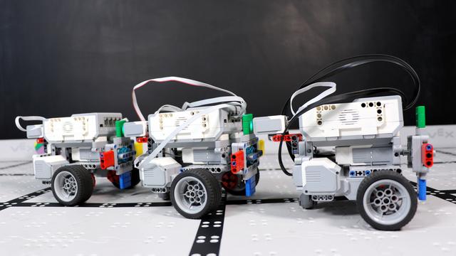 """Image for Как влияе светлината в стаята върху играта """"Развален телефон"""" с LEGO роботи?"""