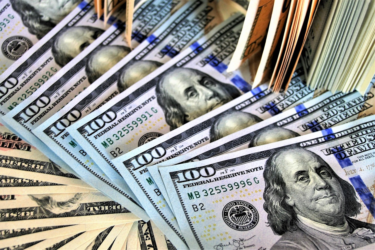 'Backbone of society:' Florida principals, classroom teachers to receive $1,000 bonus