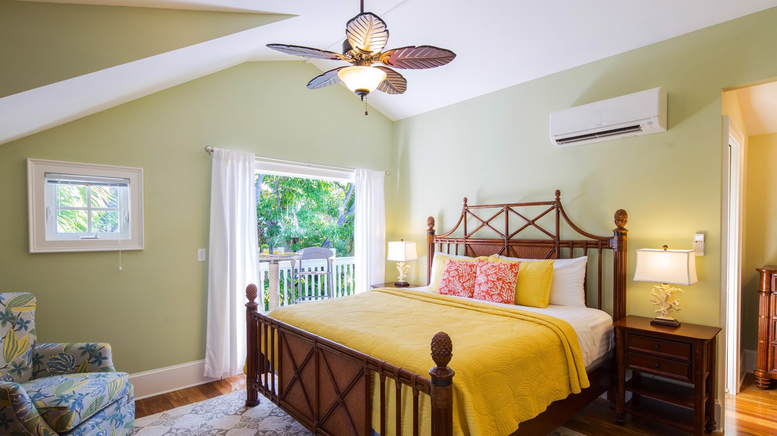 27-733LOVELANE-16x9-upstairsmasterbedroombalcony.jpg image