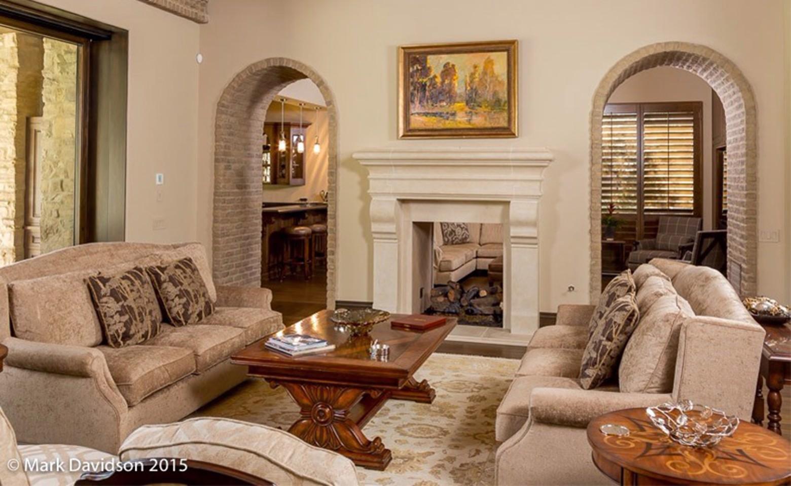 livingroom2_resized-2.jpg image