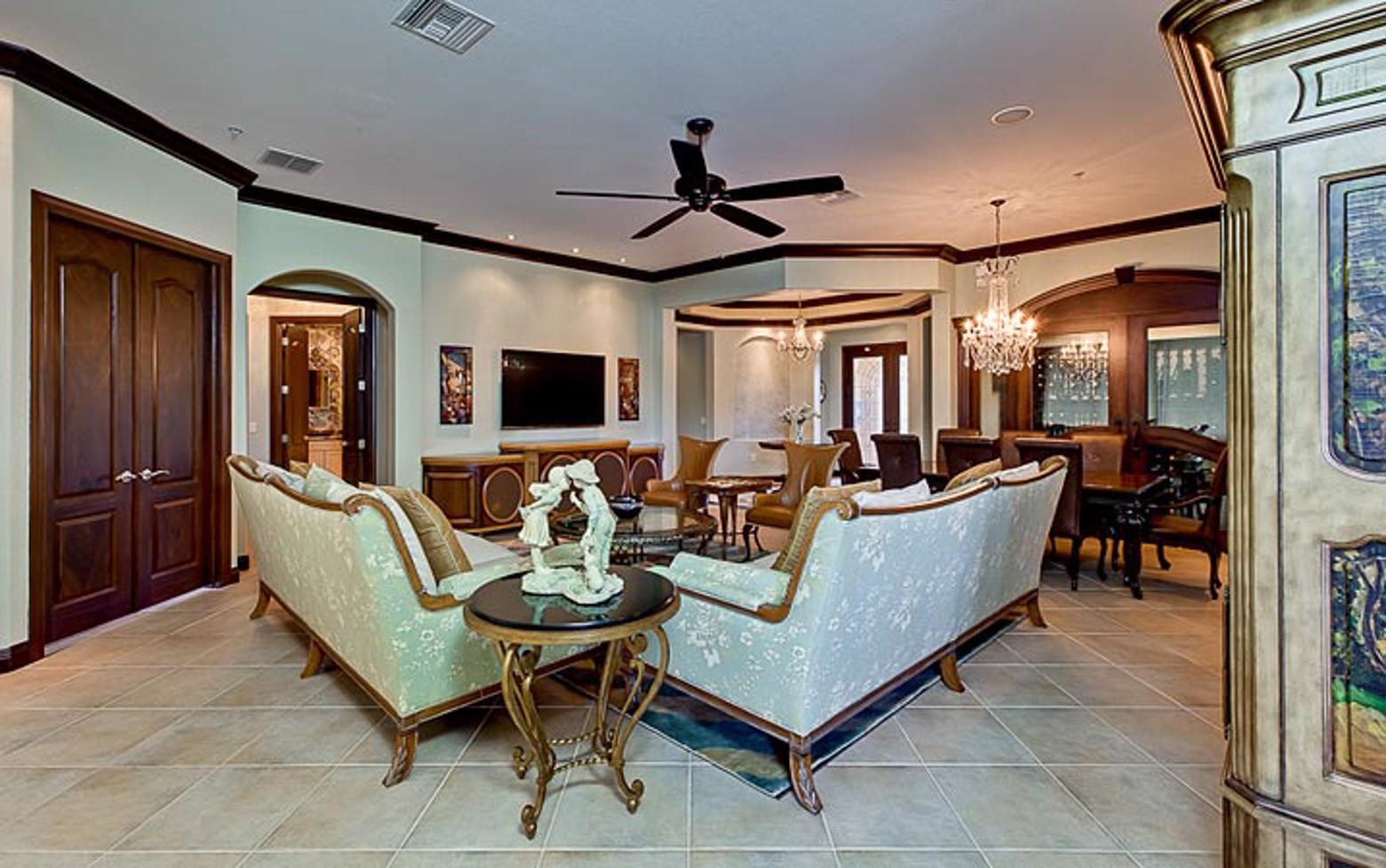Romantic Florida Coach Home image