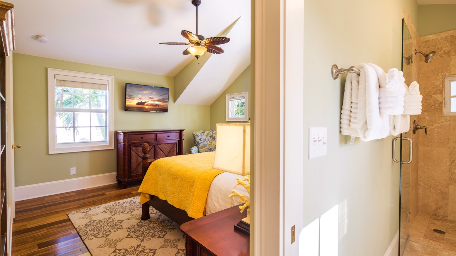 32-733LOVELANE-16x9-upstairsmasterbedroombathroom.jpg image