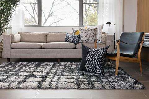 Loloi Rugs - Black and White Pillow - P0204 BLACK / WHITE