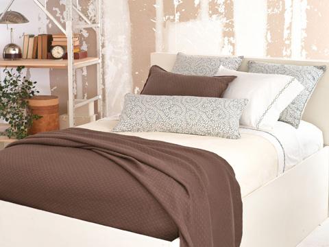 Pine Cone Hill, Inc. - Dover Ivory Fleece Blanket in Queen - BDIQ