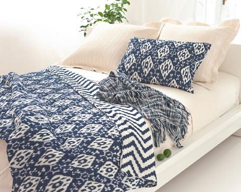 Pine Cone Hill, Inc. - Hardwood Ivory Matelassé Coverlet in Queen - M16IQ