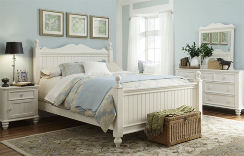 Image of Queen Low Poster Bed