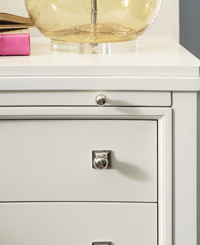 Thomasville Furniture - Three Drawer Curved Nightstand - 82915-812