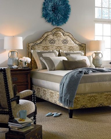 Thomasville Furniture - Azzuro King Bed with Nail Trim - 1773-18K
