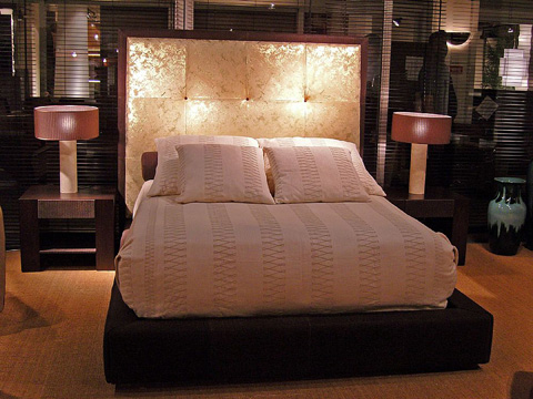 Stone International - Leather Bed - 0903