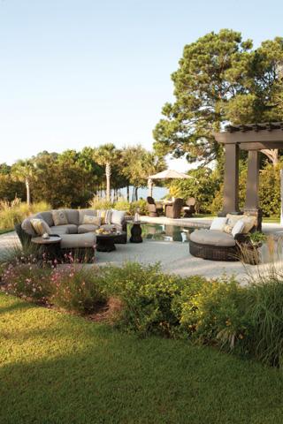 Lane Venture - South Hampton Swivel Game Chair - 790-46