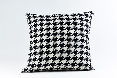 Ann Gish - Le Chic Pillow - PWLC2020-IVO-BLK