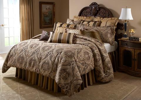 Michael Amini - Lucerne Twelve Piece Queen Comforter Set - BCS-QS12-LUCERN-GLD