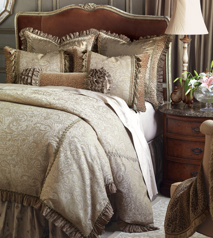 Image of Odette Super Queen Bed Set