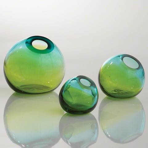 Global Views - Ombre Ball Vase - 8.81611