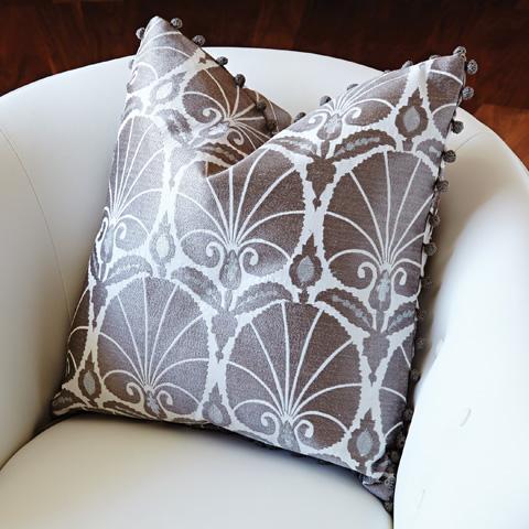 Global Views - Nuevo Fan Pillow - 9.92015