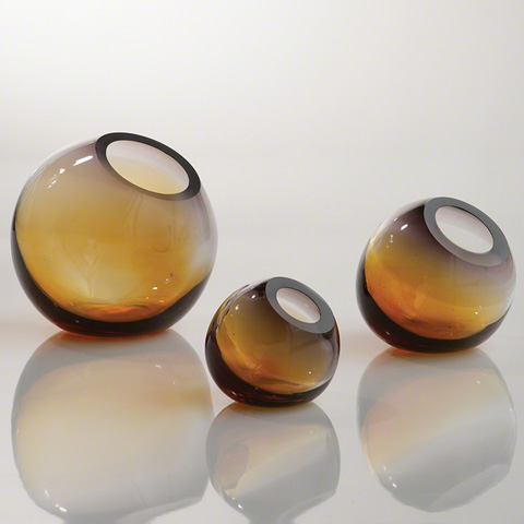 Global Views - Ombre Ball Vase - 8.81615