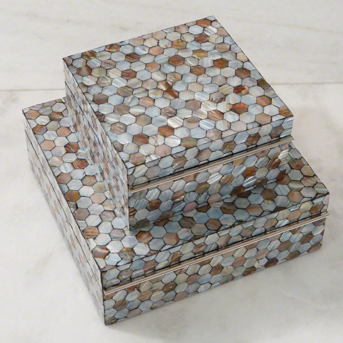 Global Views - Mother of Pearl Box - 2547