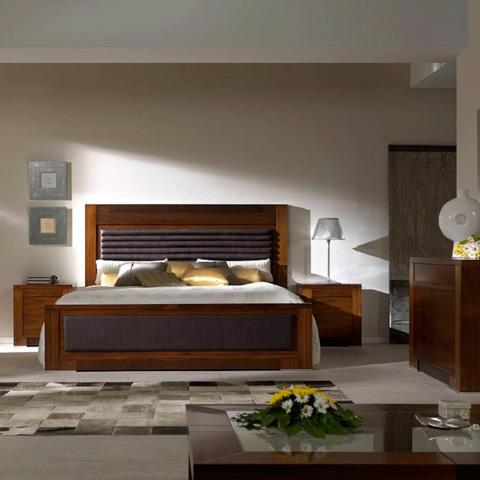 Hurtado - King Upholstered Bed - 3KP831