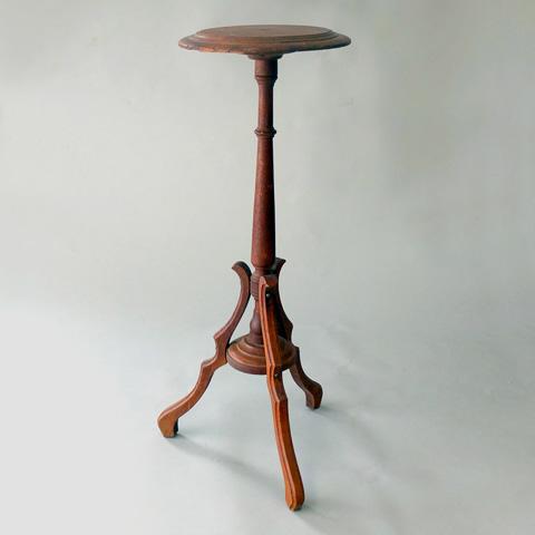 Image of Oak Tri-Leg Table Pedestal
