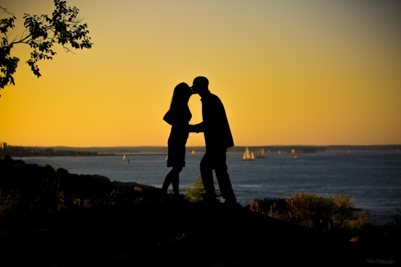 silhouette engagement picture with sunset and ocean