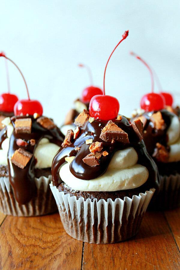 ButterFinger-Cup-Sundae-Cupcakes