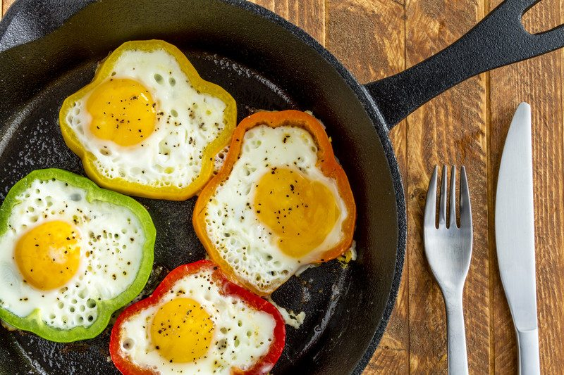 cast iron pan fry egg