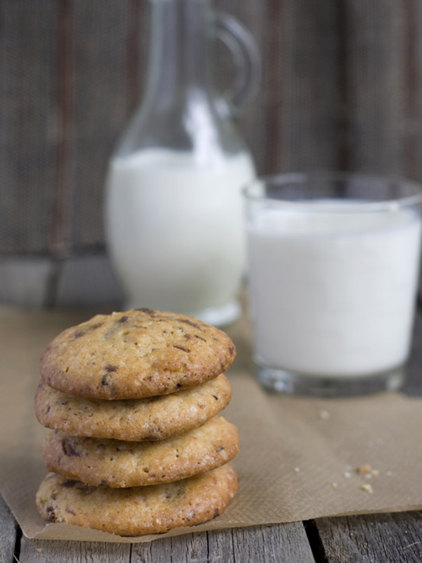 The Ultimate Chocolate Chip Oatmeal Cookie