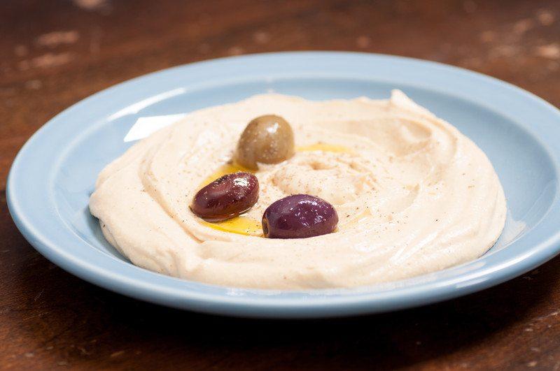 Roasted Garlic Cauliflower Hummus
