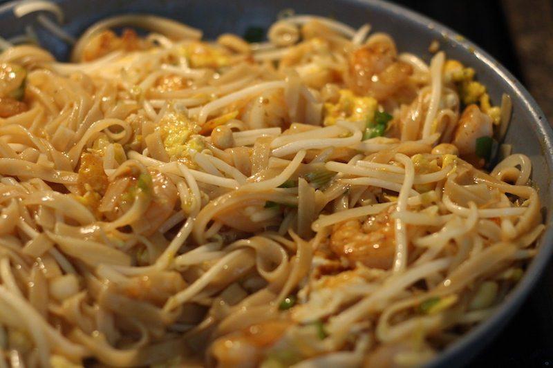 shrimp pad thai cooking
